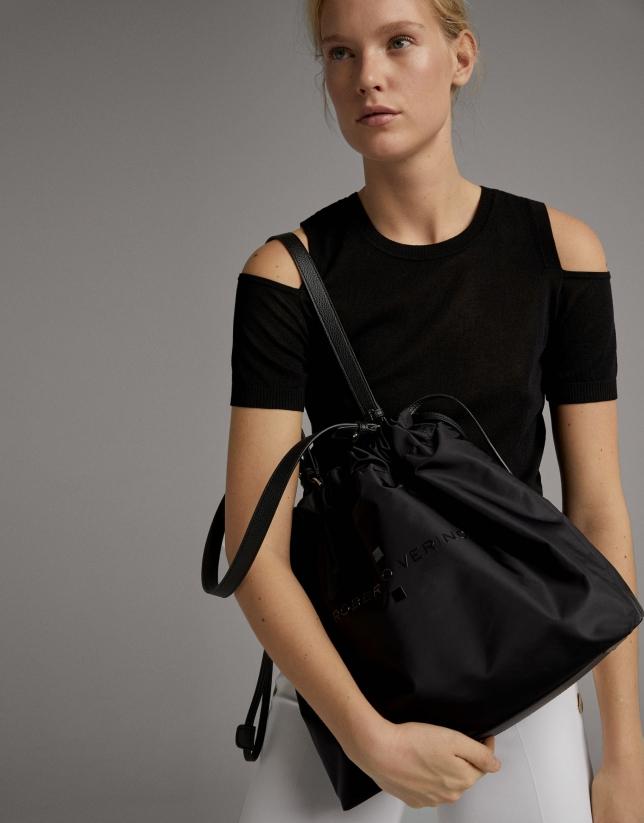 Jersey negro con abertura en hombro