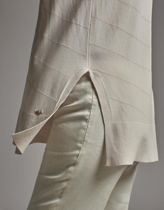 Jersey sin mangas con fantasía en color beige