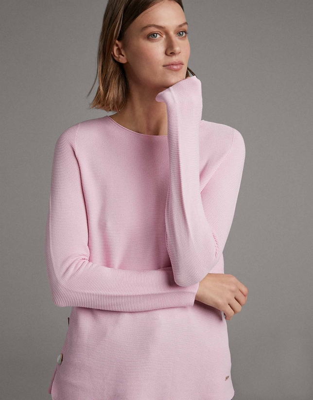 Pink sweater with side slit and mother of pearl button