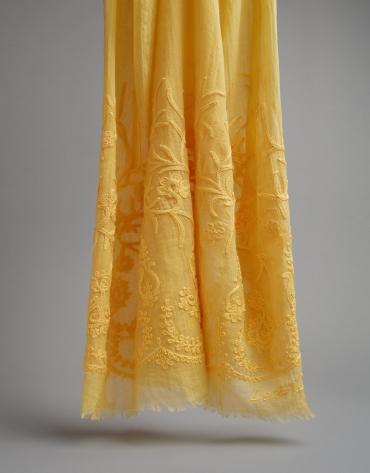 Fular bordado floral dorado