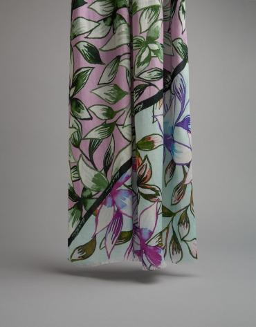 Fular estampado flores y hojas