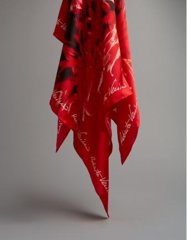 Pañuelo seda rojo estampado crisantemos