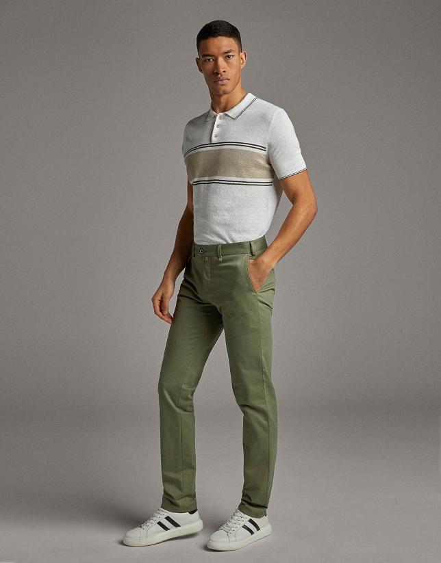 Pantalón chino caqui