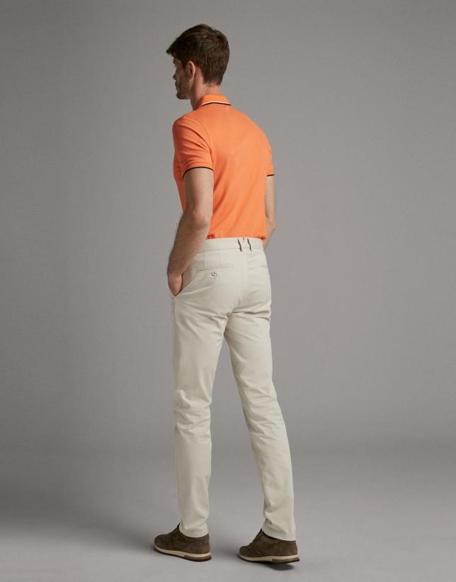 Pantalón chino beige claro