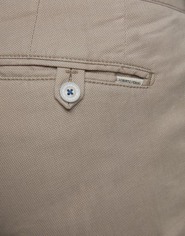 Pantalón chino estructura visón