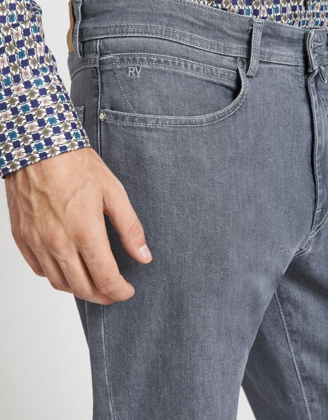 Pantalón vaquero gris claro