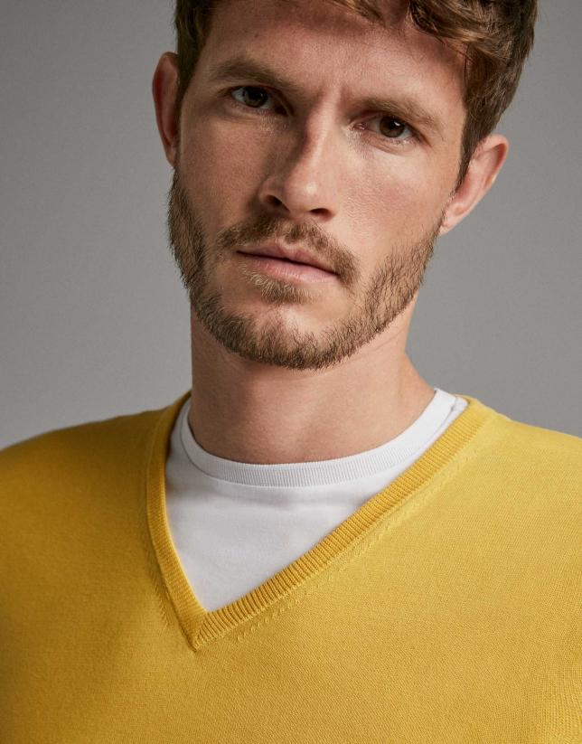 Jersey cuello pico amarillo