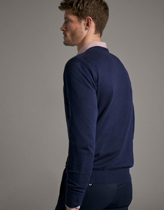 Navy blueturtleneck sweater