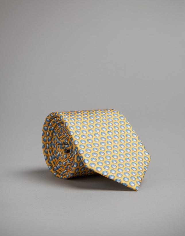 Cravate jaune imprimée de coquillages