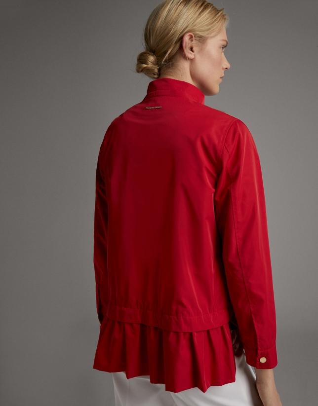 Parka ligera con capucha roja