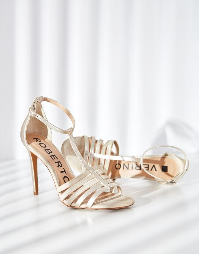 Sandalia de tacón en piel dorada