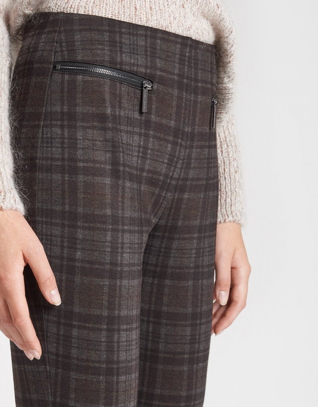 Pantalón pitillo marrón cuadros