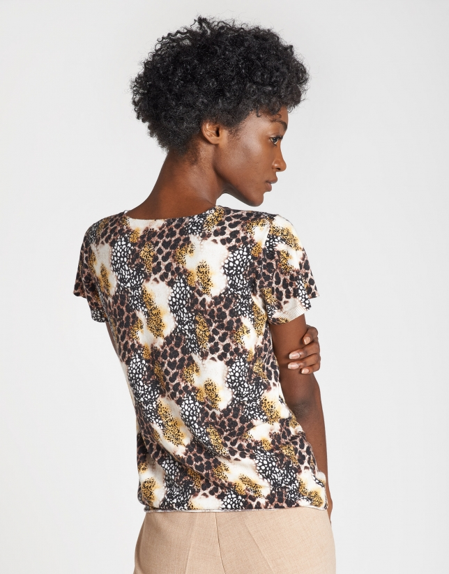 Natural animal print top with short sleeves