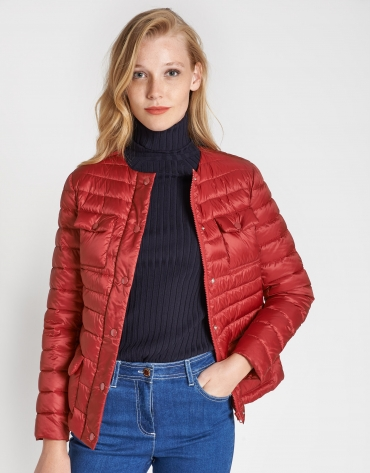 Red short quilted windbreaker with pockets