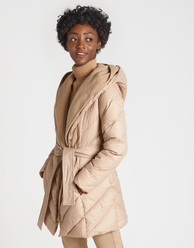 Abrigo acolchado beige con chaleco interior