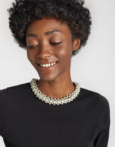 Camiseta punto cuello perlas