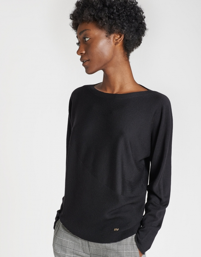 Black sweater with Japanese sleeves