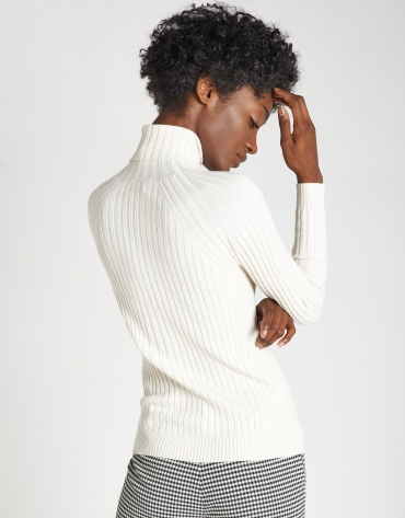 White sweater with ribbing