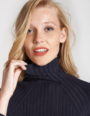 Blue sweater with ribbing