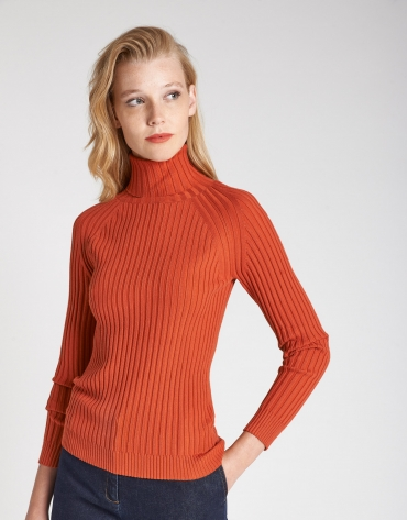 Brick red sweater with ribbing