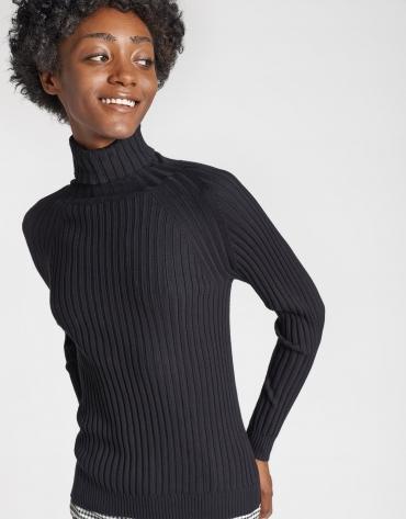 Black sweater with ribbing