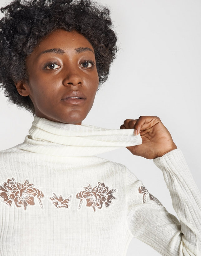 Beige ribbed sweater with lace