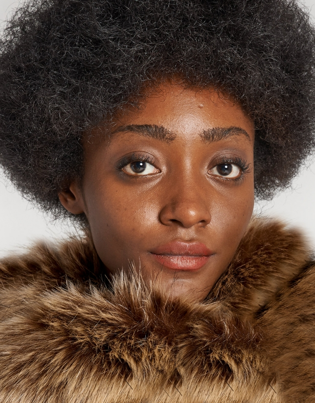 Beige fox fur collar
