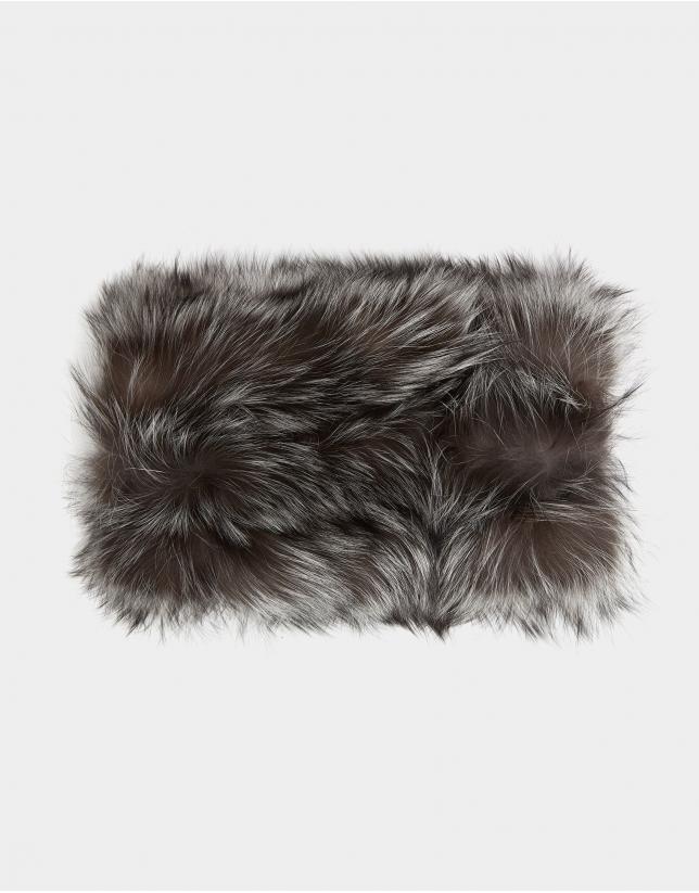 Cuello de pelo de zorro gris