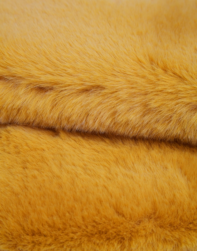 Mustard fur collar