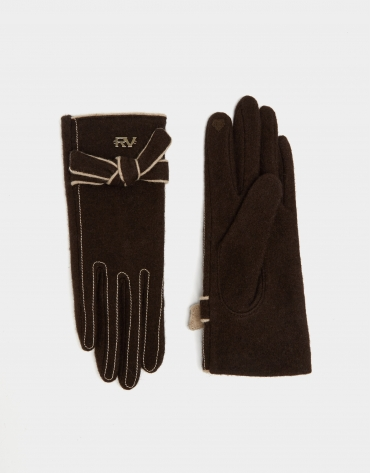 Brown knit gloves with beige trim