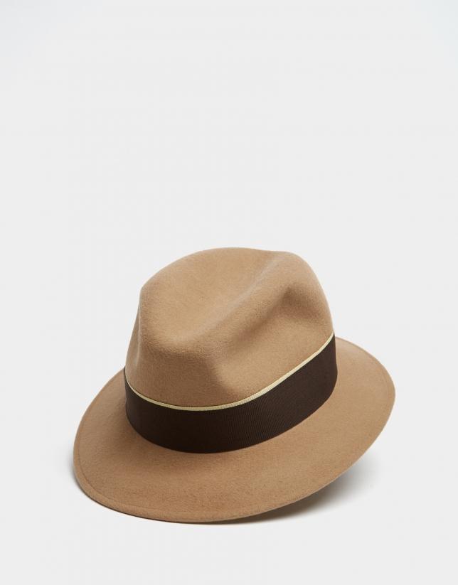 Sombrero fedora en fieltro cámel