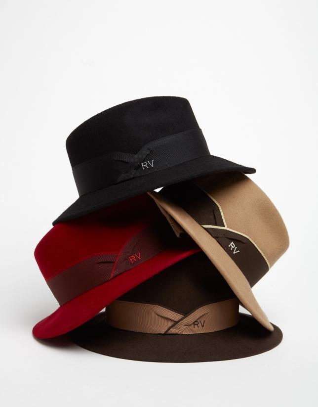 Sombrero fedora en fieltro rojo