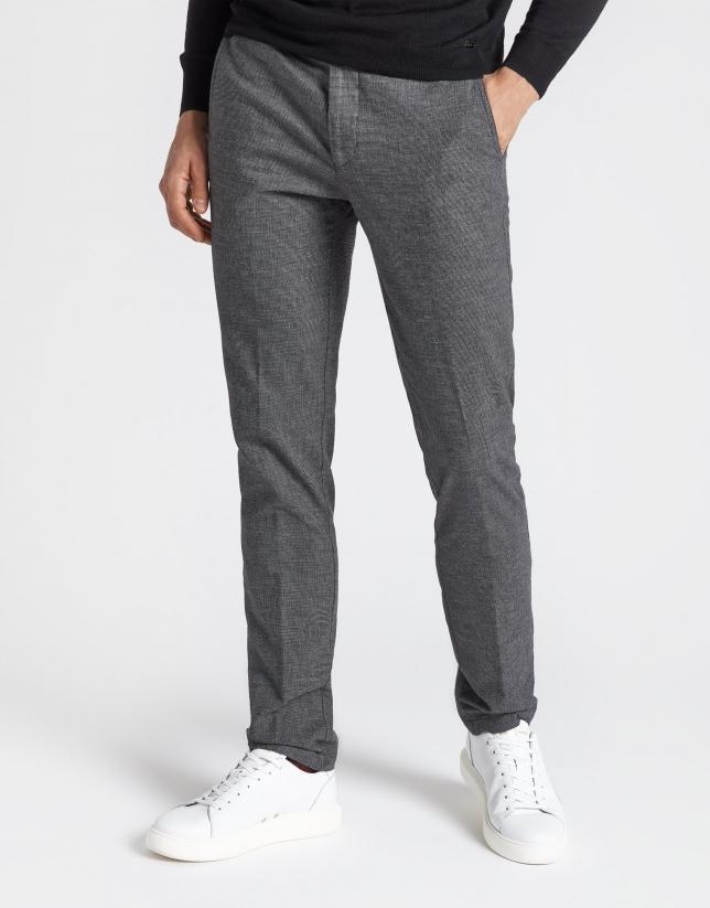 Pantalón chino regular gris oscuro