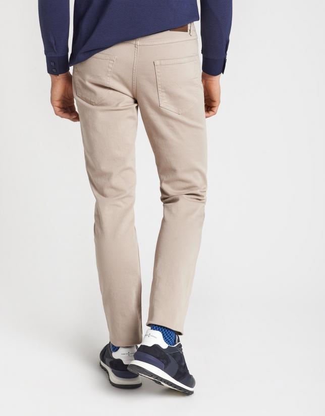 Pantalón cinco bolsillos visón claro tintado