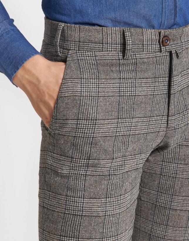 Pantalón chino cuadros tostado