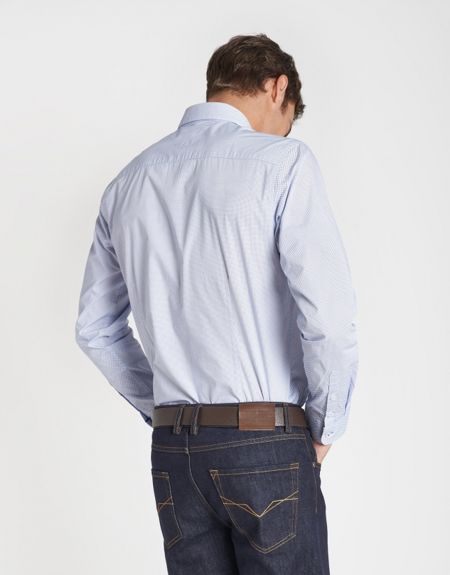 Camisa sport estampada microfantasía celeste
