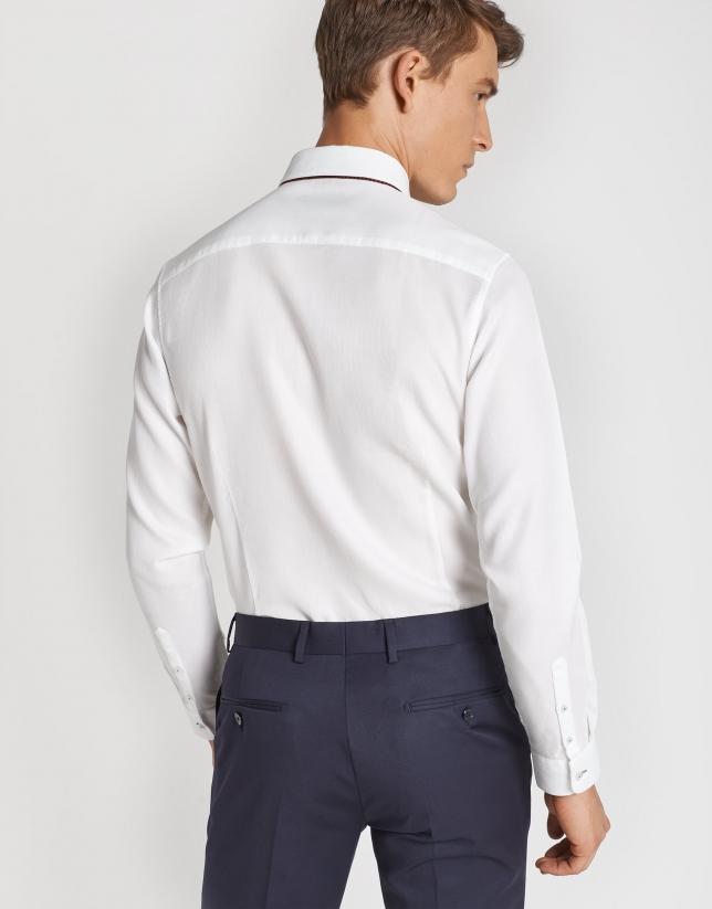 White structured cotton sport shirt. Regular fit.