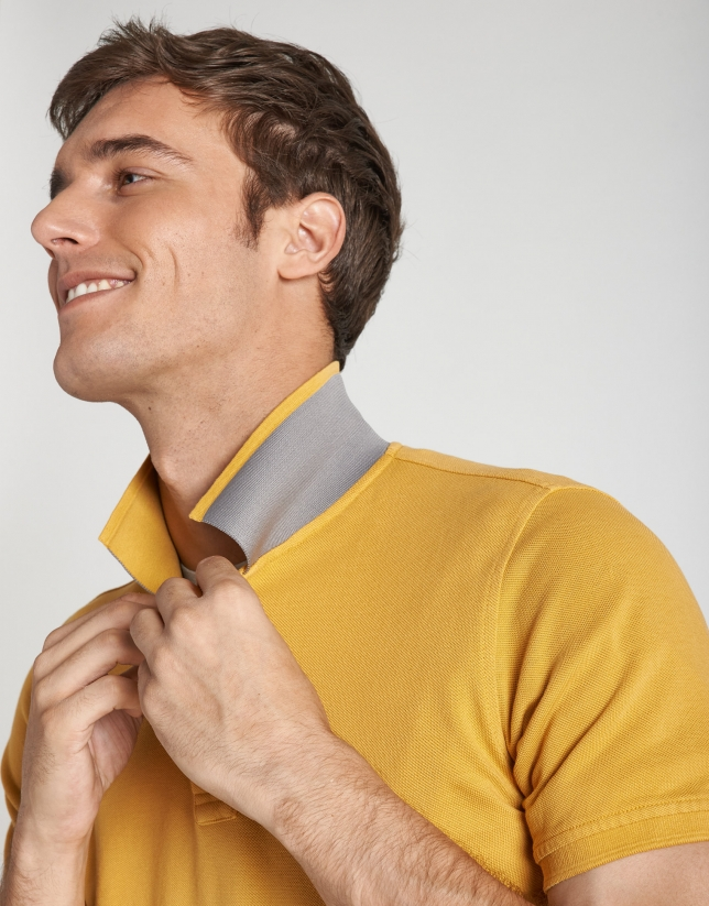 Gold pique polo shirt with short sleeves