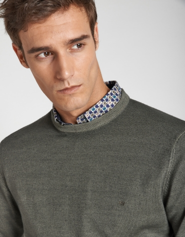 Dyed khaki wool sweater with square collar