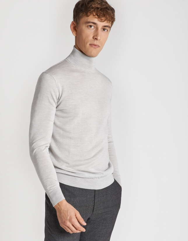 Gray silk and wool sweater with turtle neck sweater