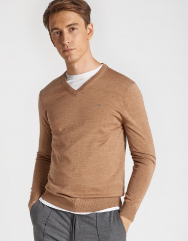 Camel sweater with V-neck
