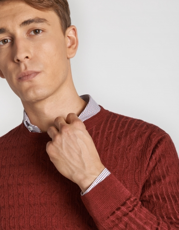 Dyed burgundy sweater with cable-stitching
