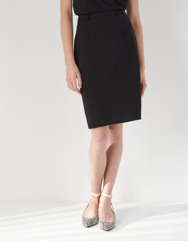 Falda midi negra con trabillas