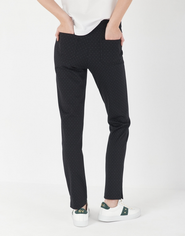 Pantalón pitillo negro jacquard puntos crudo