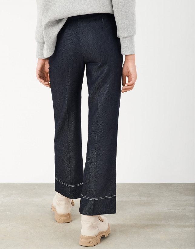 Cropped jean pants with back-stitching