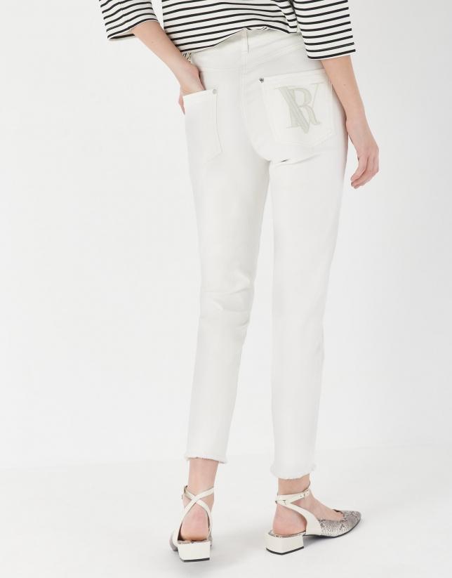 Pantalón bajo desflecado blanco