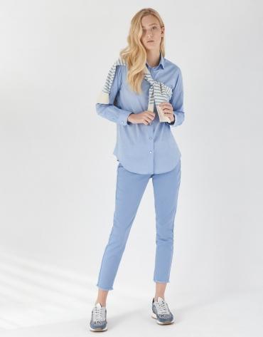 Pantalón bajo desflecado azul claro