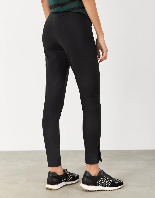 Pantalón tobillero con aberturas negro