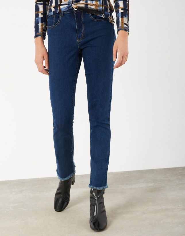 Straight jean pants with fraying