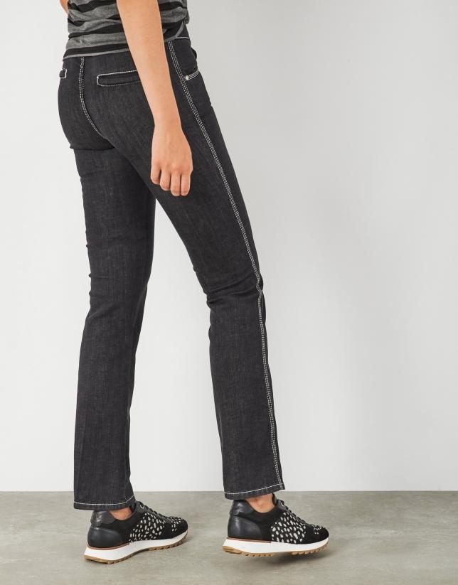 Pantalón jean acampanado negro